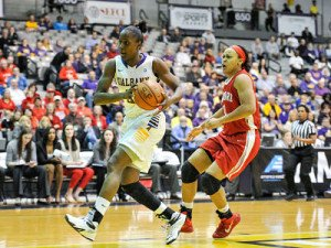 Shareesha Richards on the fast break. Photo by Bill Ziskin.