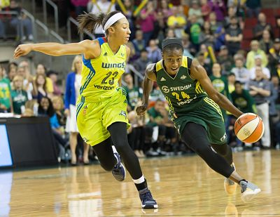 Jewell Loyd drives in Aerial Powers in the fourth quarter of Wednesday's game. Photo by Neil Enns/Storm Photos.