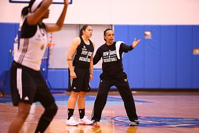New York Liberty director of player development Teresa Weatherspoon talks with Shoni Schimmel during an All Access practice at the Madison Square Garden Training Facility. Photo by Nathaniel S. Butler/NBAE via Getty Images.