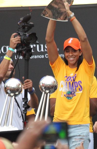 Finals MVP Candace Parker hoists the 2016 Championship trophy. Photo by Benita West/T.G.Sportstv1.