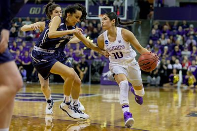Kelsey Plum pushes the pace against Montana State. Photo courtesy of Washington Athletics.