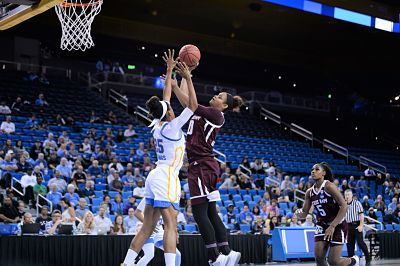 Monique Billings blocks Khaalia Hillsman from shooting. Photo by Zyaire Porter/T.G.Sportstv1.