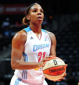 Reshanda Gray prepares to shoot a free throw. Photo by Scott Cunningham/NBAE via Getty Images.