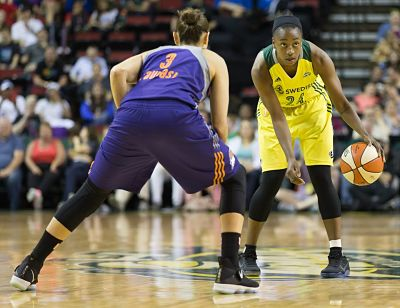 Jewell Loyd eyes the court as Diana Taurasi defends. Photo by Neil Enns/Storm Photos.