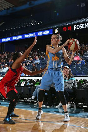Allie Quigley jumped quickly back into the mix after returning late from overseas. Photo by David Sherman/NBAE via Getty Images.
