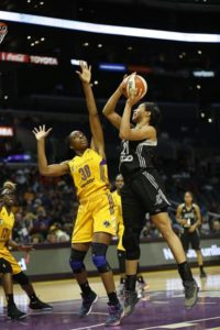 Isabelle Harrison drives against Nneka Ogwumike. Photo by Maria Noble, WomensHoopsWorld.