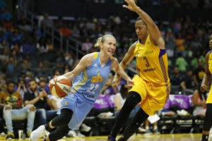 Courtney Vandersloot on the run. Photo by Maria Noble/WomensHoopsWorld.