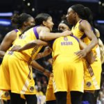 The Sparks huddle during a timeout. Photo by Maria Noble/WomensHoopsWorld.
