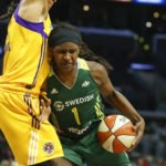 Candace Parker defends Crystal Langhorne. Photo by Maria Noble/WomensHoopsWorld.