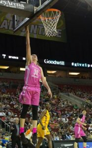 Breanna Stewart gets the wide-open layup. Stewart lead all scorers with 26 points. Photo by Neil Enns/Storm Photos.