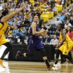 Diana Taurasi drives to the hoop. Photo by Maria Noble/WomensHoopsWorld.