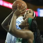 Monique Billings defends Kalani Brown. Photo by Maria Noble/WomensHoopsWorld.