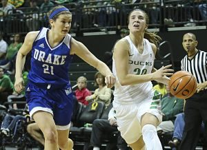 Sophomore Sabrina Ionescu scored 29 points, dished 11 assists and grabbed 10 rebounds to get her fifth career triple-double against Drake. Photo courtesy of Oregon Athletics.