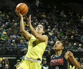 Maite Cazorla scores two of her 10 points on the night. Photo courtesy of Oregon Athletics.