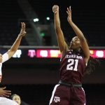 Jasmine Lumpkin shoots. Photo by Maria Noble/WomensHoopsWorld.