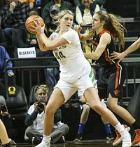 Mallory McGwire has been re-inserted into Oregon's starting lineup since Lexi Bando's injury. Photo courtesy of Oregon Athletics.