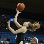 Kennedy Leonard lays the ball up and in. Photo by Maria Noble/WomensHoopsWorld.