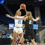 Monique Billings looks to pass over Alexis Robinson. Photo by Maria Noble/WomensHoopsWorld.