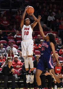 Tashia Brown shoots over her Florida Atlantic opponent. Photo by Steve Roberts/Icon Sportswire.