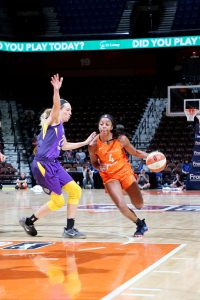 Lexie Brown drives to the rim. Photo by Chris Marion/NBAE via Getty Images.