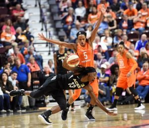 Jasmine Thomas defends Raigyne Louis. Photo courtesy of the Connecticut Sun.