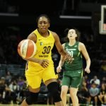 Nneka Ogwumike runs toward the pass. Maria Noble/WomensHoopsWorld.