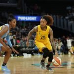 Cappie Pondexter is guarded by Diamond DeShields.