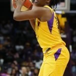 Chelsea Gray looks for the right pass. Photo by Maria Noble/WomensHoopsWorld.
