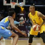 Diamond DeShields guards Riquna Williams. Photo by Maria Noble/WomensHoopsWorld.
