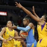 Nneka Ogwumike defends Diamond DeShields. Photo by Maria Noble/WomensHoopsWorld.