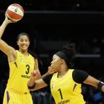 Candace Parker prepares to pass to Odyssey Sims. Photo by Maria Noble/WomensHoopsWorld.