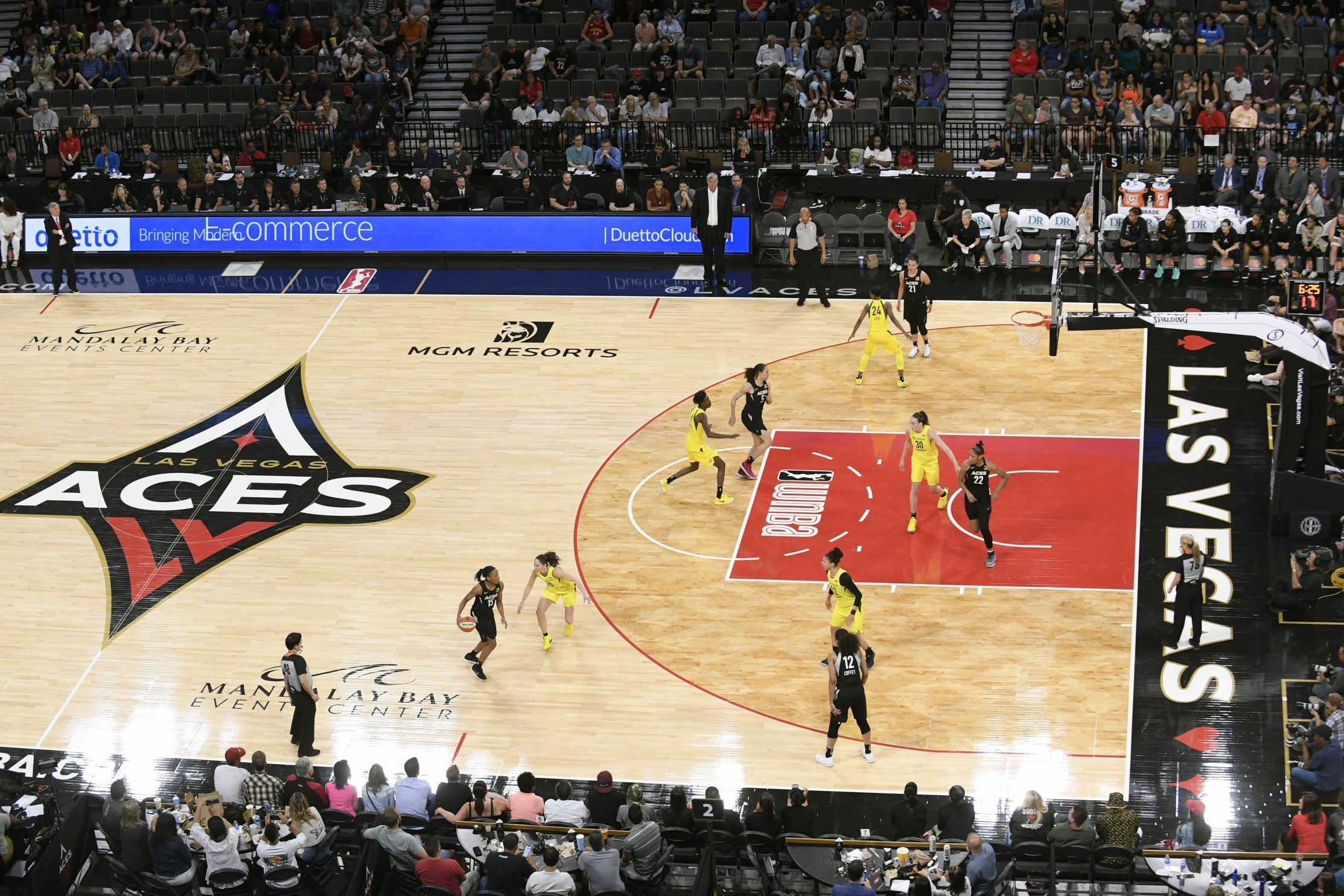 aces embrace las vegas in maiden season women 39 s hoops world. Black Bedroom Furniture Sets. Home Design Ideas