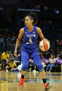 Skylar Diggins-Smith looks for the best passing option. Maria Noble/WomensHoopsWorld.