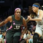 Chelsea Gray drives by Seimone Augustus. Maria Noble/WomensHoopsWorld.