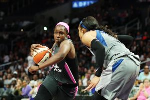 Chelsea Gray counters Maya Moore's defense. Maria Noble/WomensHoopsWorld.