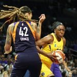 Nneka Ogwumike battles around Brittney Griner. Maria Noble/WomensHoopsWorld.