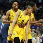 Alana Beard calms Candace Parker after she misses a shot. Maria Noble/WomensHoopsWorld.