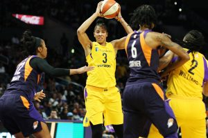 Candace Parker looks for the pass. Maria Noble/WomensHoopsWorld.
