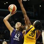 Brittney Griner shoots over Nneka Ogwumike. Maria Noble/WomensHoopsWorld.