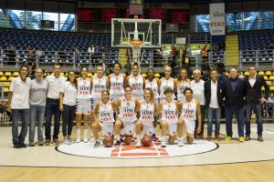 Taya Reimer and the rest of her Fixi Piramis Torino teammates. Photo by Belen Sivori.