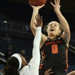 Mikayla Pivec rises to score. Maria Noble/WomensHoopsWorld.