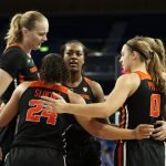 Oregon State players huddle up. Maria Noble/WomensHoopsWorld.
