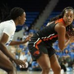 Michaela Onyenwere guards Maddie Washington. Maria Noble/WomensHoopsWorld.