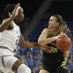 Sabrina Ionescu swings the ball. Maria Noble/WomensHoopsWorld.