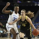Sabrina Ionescu breaks through the defense. Maria Noble/WomensHoopsWorld.