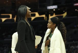 Storm assistant coach Noelle Quinn confers with Jordin Canada. Maria Noble/WomensHoopsWorld
