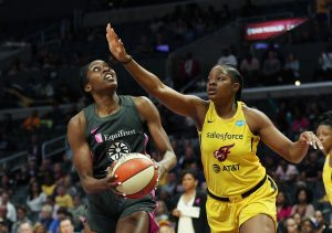 Chiney Ogwumike is guarded by Stephanie Mavunga. Maria Noble photo.