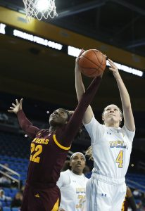 Eboni Walker and Lindsey Corsaro battle for ball possession. Maria Noble/WomensHoopsWorld.