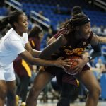 Ja'Tavia Tapley fights for ball possession. Maria Noble/WomensHoopsWorld.
