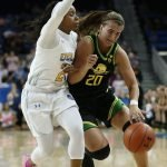 Japreece Dean defends Sabrina Ionescu. Maria Noble/WomensHoopsWorld.